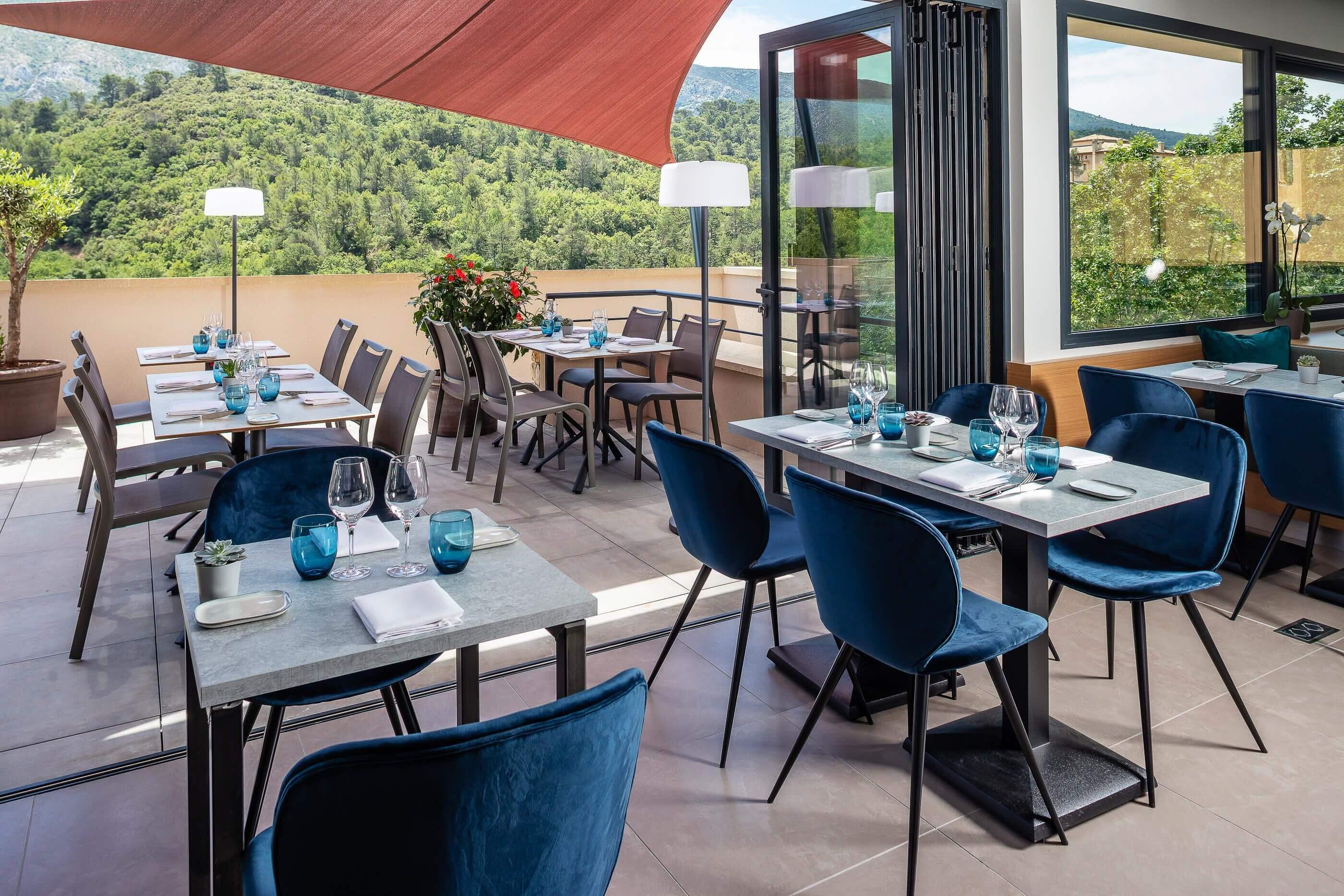 Terrasse du Restaurant Franco Brésilien de l'Hôtel Sainte Victoire àà Vauvenargues
