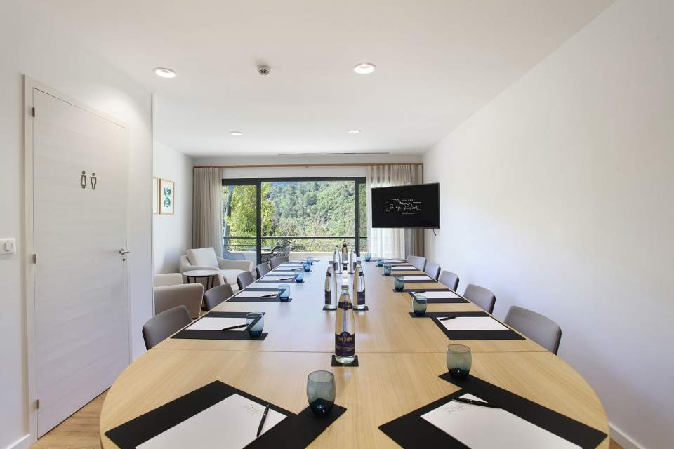 Hotel Sainte Victoire 4 stars with Meeting Room and Seminar located at Vauvenarguesnear from Aix en Provence